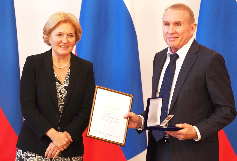 Николаю Грешилову в Москве вручена премия Правительства РФ в области туризма